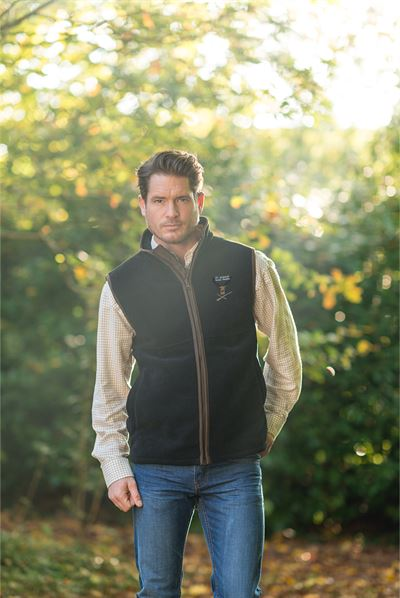 harvey navy gilet lifestyle picture+LOGO
